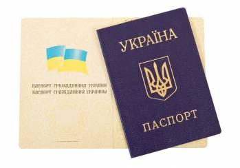Українські футбольні фанати закликають Порошенка скасувати продаж квитків на матчі за паспортами