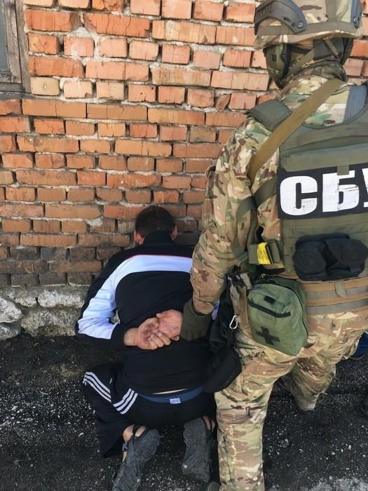 Контрразведка задержала мать и сына, которые работали на боевиков