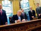 Трамп подписал бюджет США на 2018 год, предусматривающий 620,7 млн. долл для помощи Украине