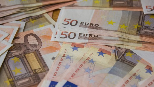 Курс валют на 18 вересня: долар і євро невпевнено дешевшають