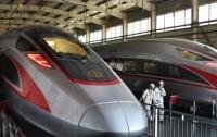 Китай запускает самый длинный скоростной поезд в мире
