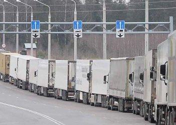 На границе с РФ наблюдается скопление грузовиков