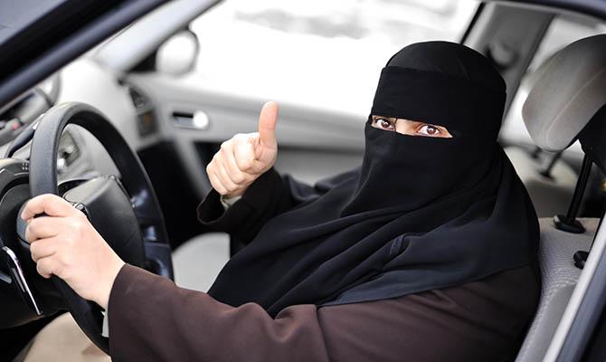 Женщины в Саудовской Аравии с сегодняшнего дня получили право водить автомобиль