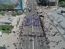 В Киеве прошел парад с выступлениями музыкальных и танцевальных коллективов