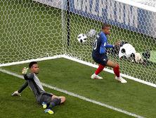 Французы забили на 34-й минуте
