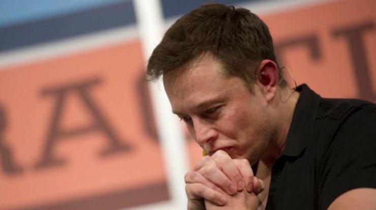 Илон Маск в отчаянии просит вернуть ему деньги
