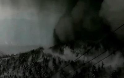 Сход черной лавины в Японии показали на видео