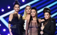 Сестры Кардашьян получили награду премии People's Choice Awards