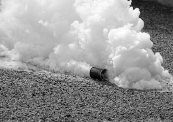 В парламенте Косово распылили слезоточивый газ