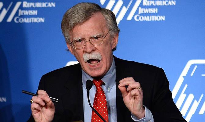 Болтон заявил, что в американские выборы кроме России вмешиваются Китай, Иран и КНДР