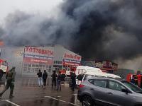 Под Ростовом-на-Дону загорелся хозяйственный рынок