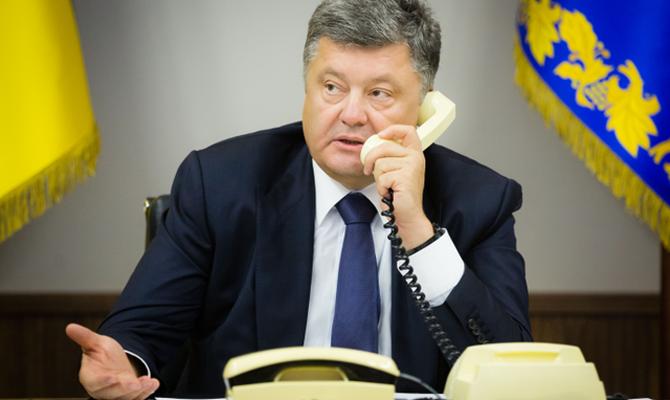 Порошенко провел телефонные переговоры с Меркель о миротворцах