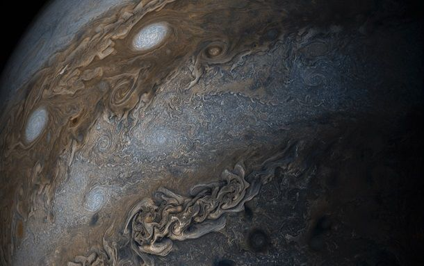 NASA опубликовало снимок ураганов на Юпитере