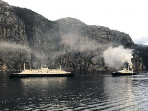 В Норвегии загорелся туристический паром, 54 пассажиров и экипаж эвакуировали