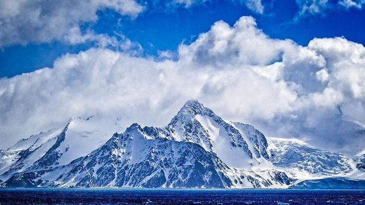 Во льдах Антарктиды обнаружили сотни метеоритов