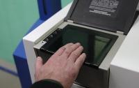 Visa и MasterCard тестируют карты со сканером отпечатков пальцев