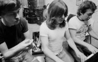 В Австралии скончался продюсер AC/DC Джордж Янг