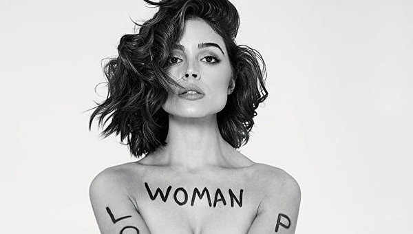 Мисс Вселенная снялась в откровенной фотосессии в поддержку жертв насилия