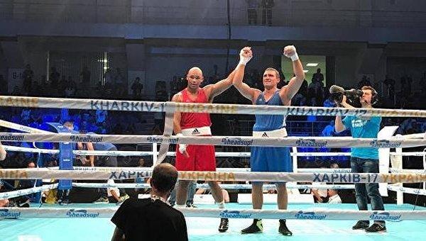 Украинский боксер одержал победу на чемпионате Европы