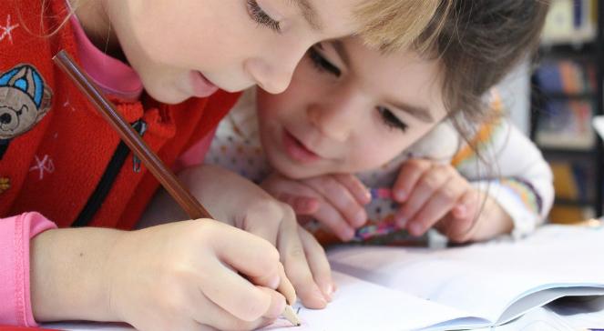 У Варшаві збирають шкільне приладдя для дітей в осередках для біженців