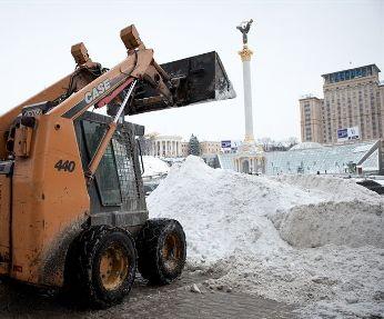 Майже 290 одиниць техніки прибирають сніг у Києві