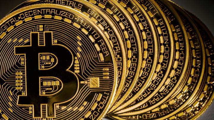 Курс биткоина приблизился к 19 тыс. долларов