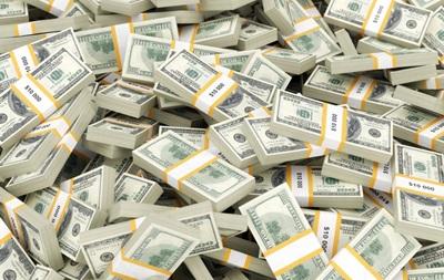 Щодня в Україну завозять по літаку валюти