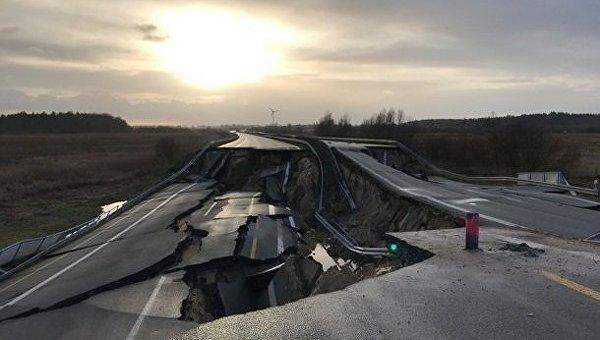 В Германии провалился автобан. Фотофакт