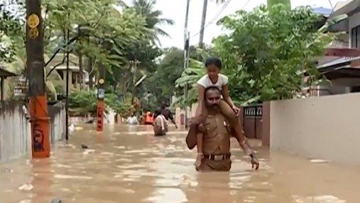 Более 300 человек стали жертвами мощных наводнений в Индии