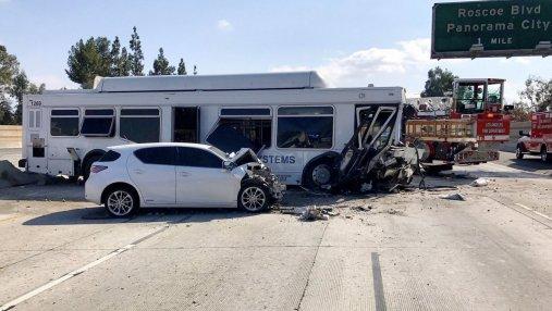 40 человек пострадали в результате ДТП с автобусом в Калифорнии