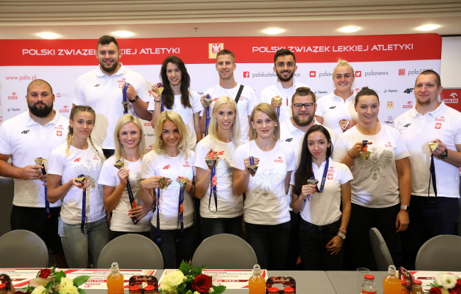 Hero's welcome home for Polish track-and-fielders