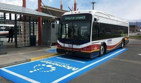 В США городской электроавтобус получает энергию по беспроводной зарядке