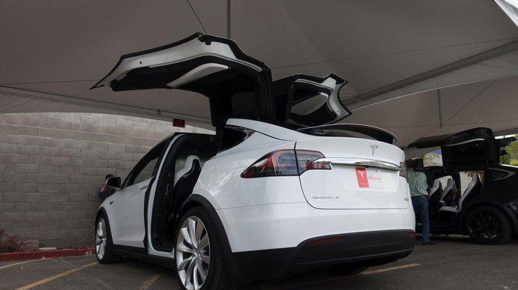 Маск показал запуск Tesla Model X в подземном тоннеле (видео)