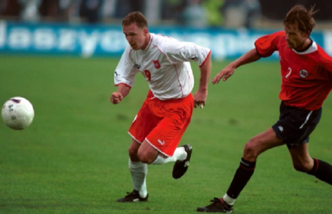 Former Poland footballers play charity match for cancer-stricken ex-teammate