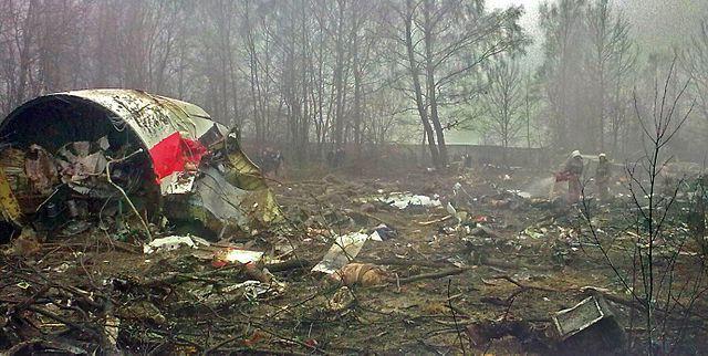 Польща бореться за повернення уламків літака, а Україна – за Крим і Донбас