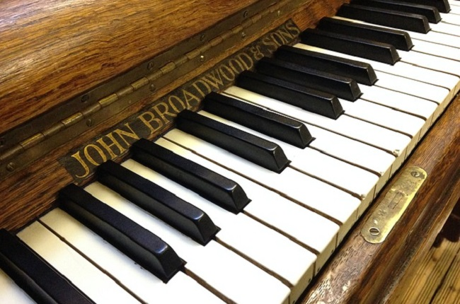 Thai royal pianos renovated in Poland