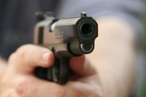 Заключенный выхватил пистолет и открыл стрельбу в здании суда США