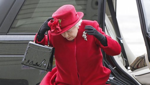 Сеть покорили мемы с Елизаветой II: забавные фото