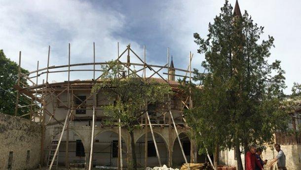 На фото зняли жалюгідний стан понищеного Ханського палацу в Криму