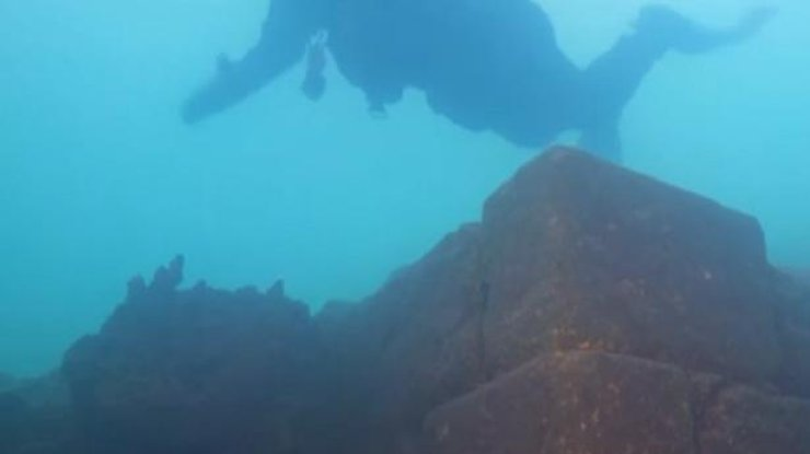 На дне турецкого озера нашли замок (видео)