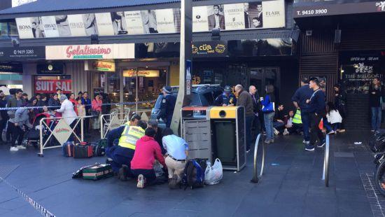 В Сиднее автомобиль въехал в толпу людей, есть пострадавшие (фото)