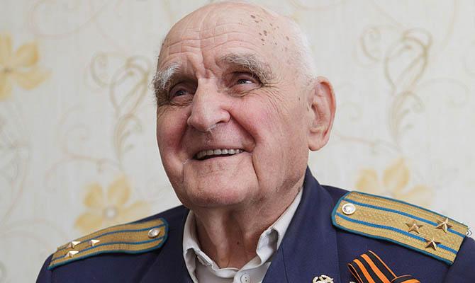 Умер воевавший с одной рукой летчик-испытатель Леонов