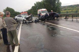 Ужасное ДТП под Львовом: произошло лобовое столкновение двух легковых авто