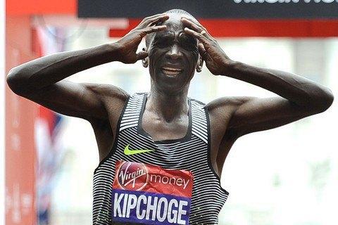 Кениец Элиуд Кипчоґе установил новый мировой рекорд в марафоне