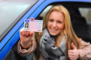 Поляки массово покупают в Украине водительские права