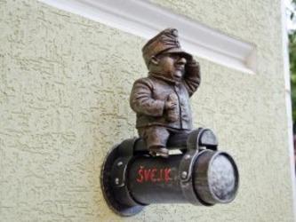 Невідомі викрали статуеткуШвейка в центрі Одеси