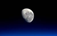 Астрономы раскрыли тайну загадочных вспышек на Луне