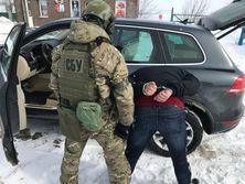 СБУ задержала двух членов группировки при попытке вывезти в РФ внедорожник для боевиков
