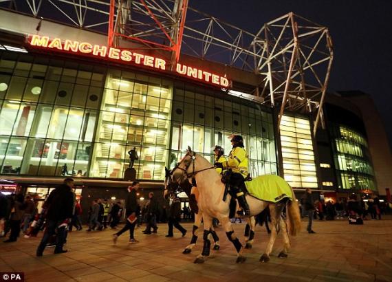 Фанаты разгромили туалеты на стадионе Манчестер Юнайтед