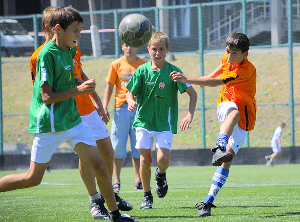 Родители футболистов ДЮСШ киевского Динамо просят руководство страны не допустить проведения матча в Мариуполе